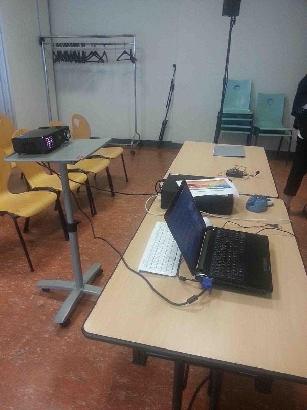 Salle de conférence côté intevenants et animateurs